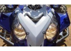Detalle de las Rejillas metálicas faro XRW Polaris 500 Predator montadas
